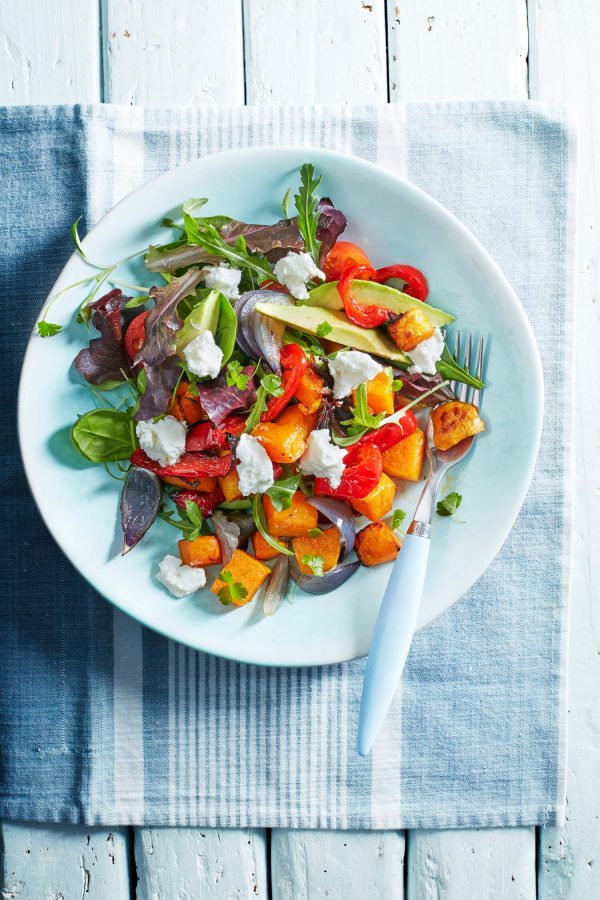 Rainbow salad with Goat's cheese